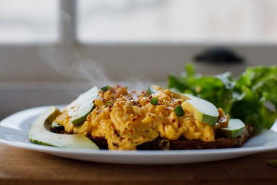 avokadolu-yumurta